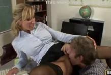 Teacher seduced by student on cunnilingus