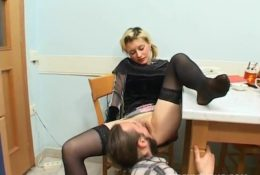 Drunk girl Sonya gave to lick pussy