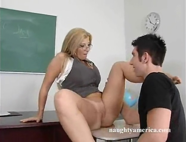 teacher eating his students pussy