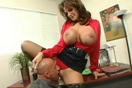 Eating pussy sexy hungry MILF boss