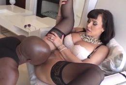 Lisa Ann seduced a black dude lick her cunt