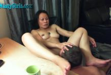 Mature asian watches porn and gets a cunnilingus