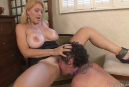Mature forced to lick pussy young onanist