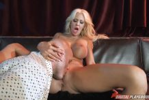 Horny blonde can't refuse from cunnilingus