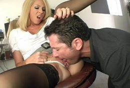 MILF boss gave a negligent worker lick pussy